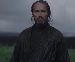 rogue-one-a-star-wars-story-trailer-3-galen-erso-in-rain1